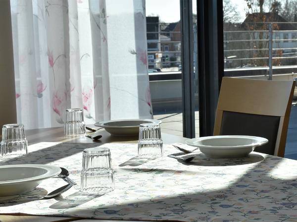 Tisch im Essenssaal